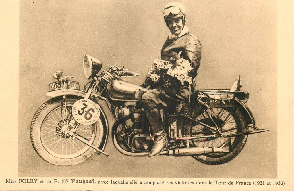 Miss Foley auf Peugeot P 107 (1931)