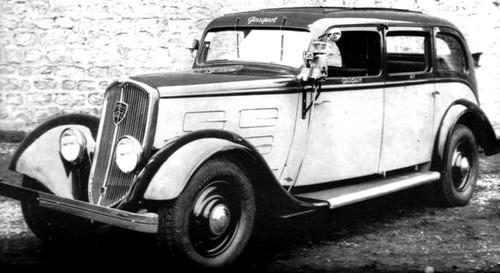 Peugeot 401 Taxi im Original auf einem Werksfoto