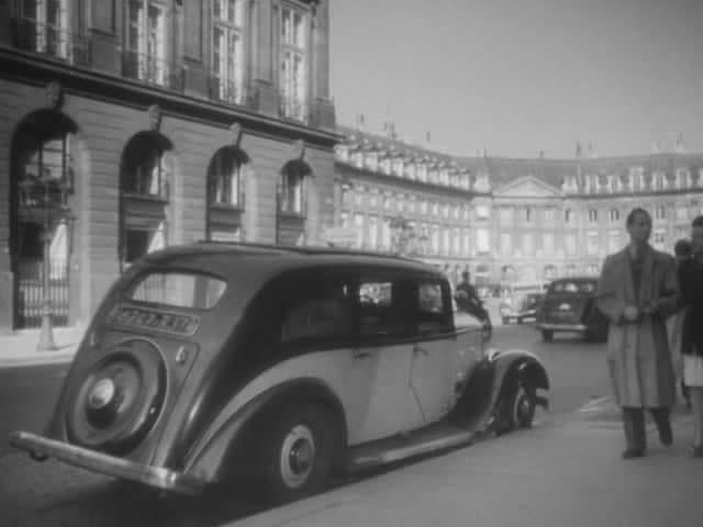 Peugeot 401 DLT in Paris