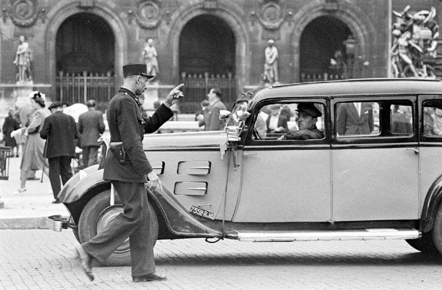Peugeot 401 Taxi in Paris