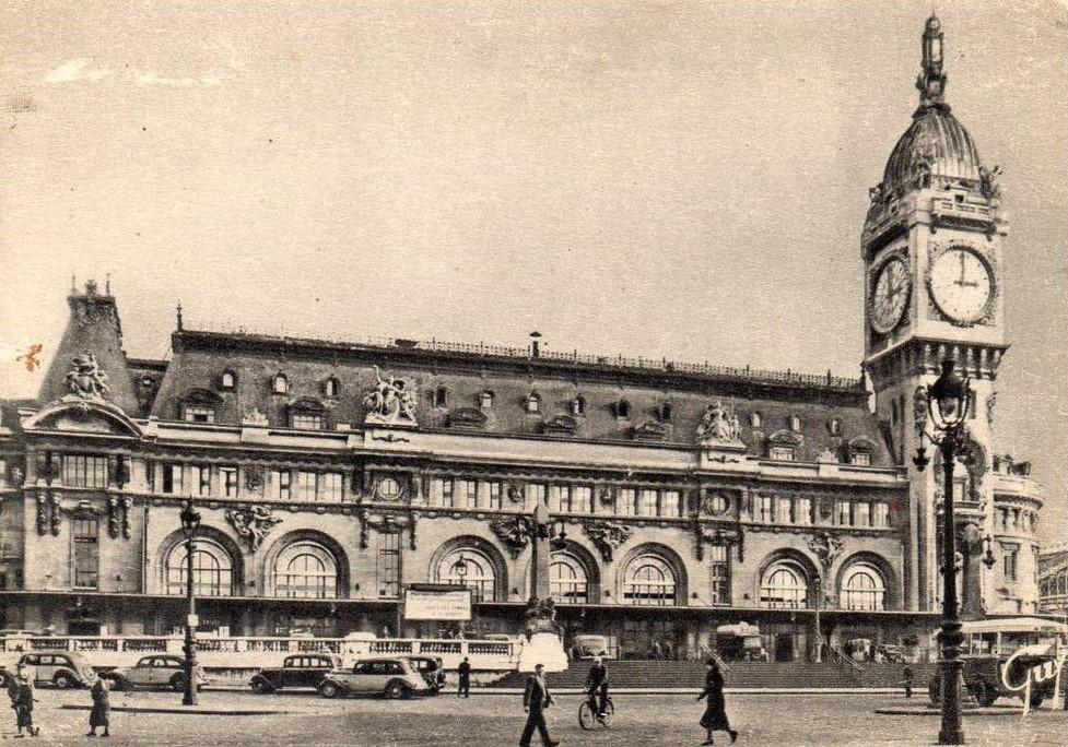 Auch vor dem Gare de Lyon wartet ganz links ein 401-Taxi