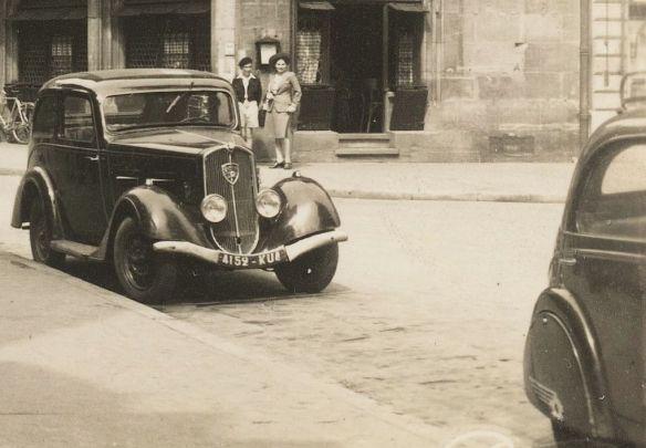 © Peugeot 201, Baujahr: ca. 1935, aufgenommen in Straßburg Ende der 1940er Jahre; Originalfoto aus Sammlung Michael Schlenger - Ausschnitt
