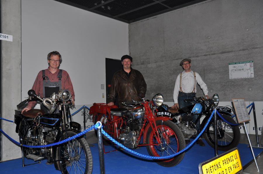 Die drei Motos mit ihren Besitzern