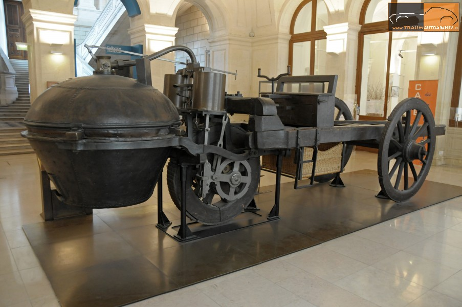 """Das Original des """"Fardier de Cugnot"""" hat die Zeitläufte überdauert und befindet sich heute im """"Museé des Arts et Metiers"""""""
