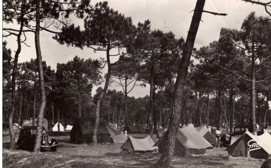 Campingplatz mit Peugeot 201
