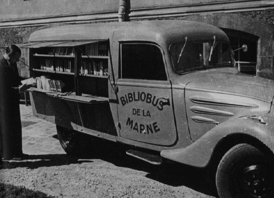 Peugeot MK5 als Bibliotheksbus