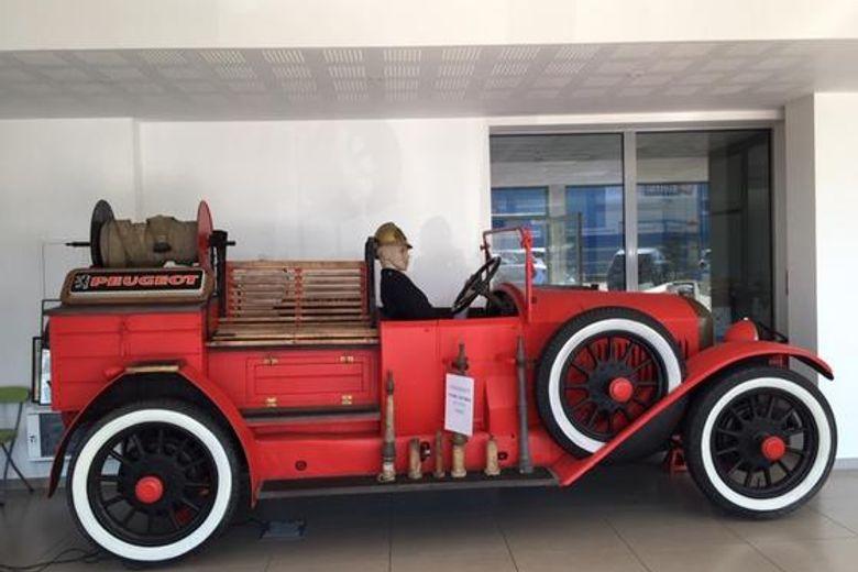 und ein Feuerwehraufbau auf BRA-Basis, gebaut 1923