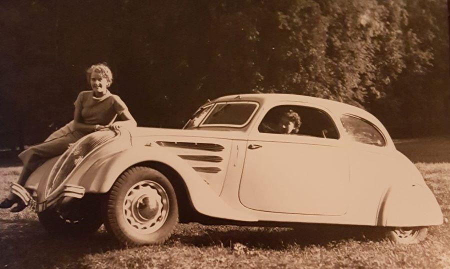 """Werbefoto des Peugeot 402 Coupe """"Coach"""" aus dem Jahr 1936"""