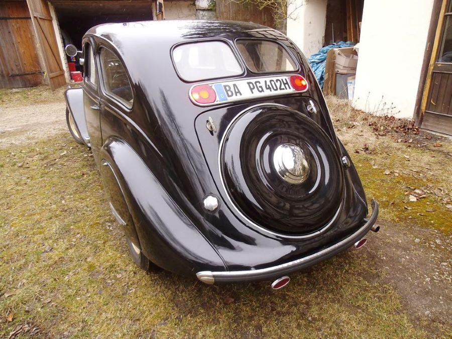 Peugeot 402 Heckansicht
