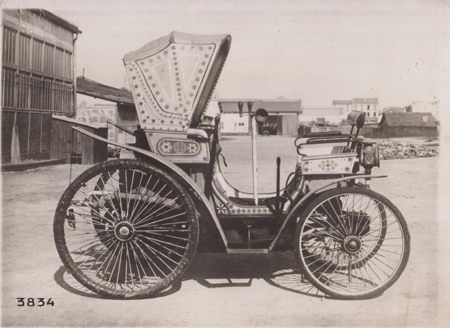 Peugeot Typ 4 - Diese Fotos müssen Ende des 19. Jahrhunderts m Hof des Peugeot-Werkes entstanden sein