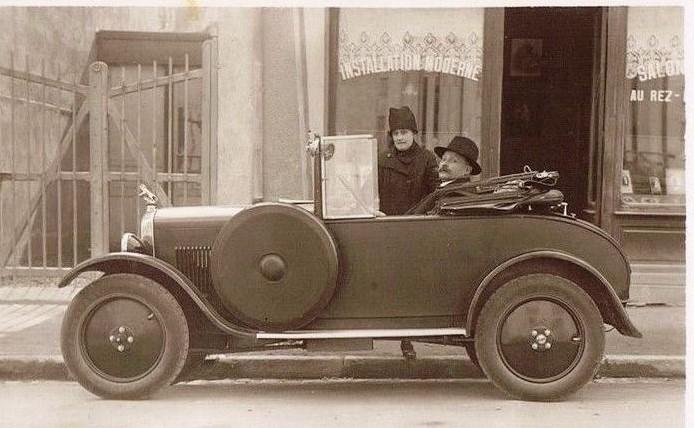 """Kleinwagen Peugeot 172 BC - beachten Sie den eindrucksvollen """"Marx-Löwen"""" auf dem Kühlergrill"""