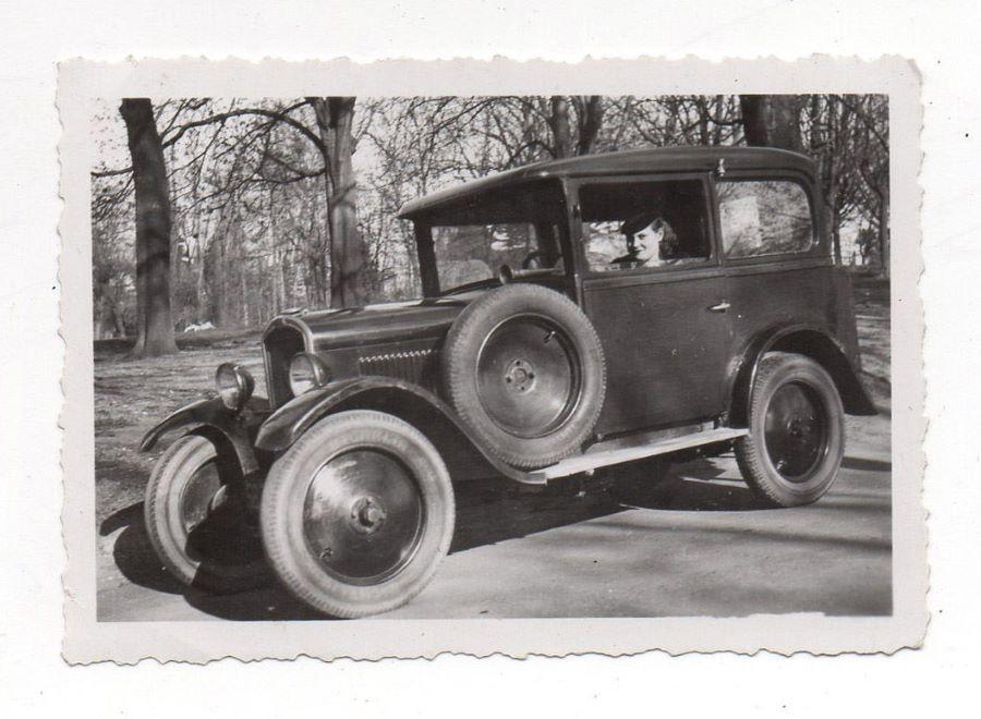 Peugeot Typ 190 S auf einem historischen Foto