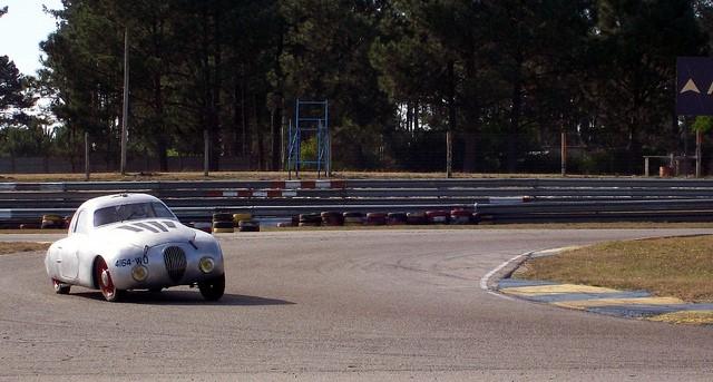 Auch heute macht der 202-Darl'Mat-Rekordwagen bei historischen Rennveranstaltungen noch eine gute Figur