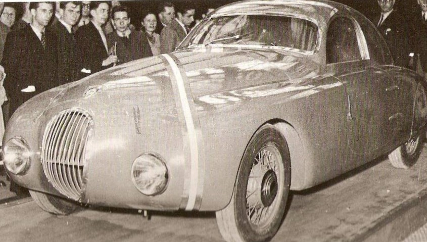 Peugeot-Stand auf dem Pariser Autosalon im Oktober 1947.