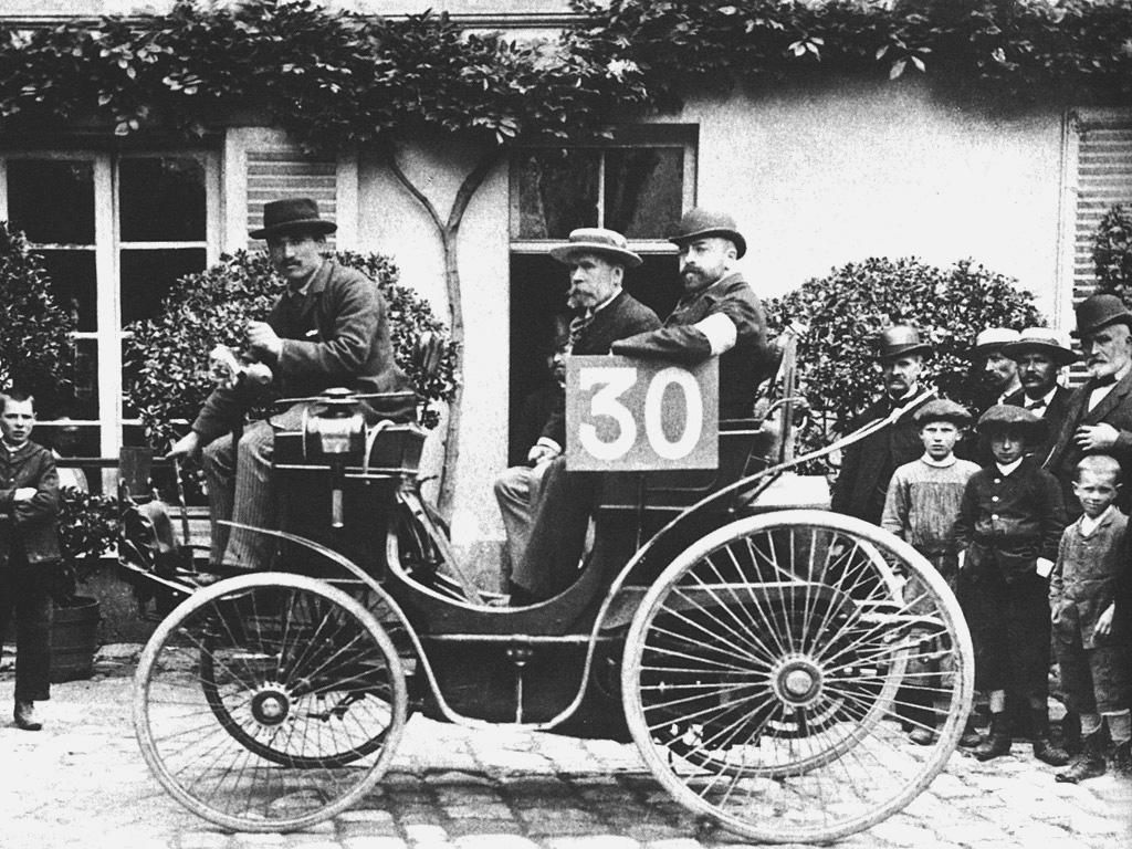 G. Michaux am Steuer des Peugeot Startnummer 30