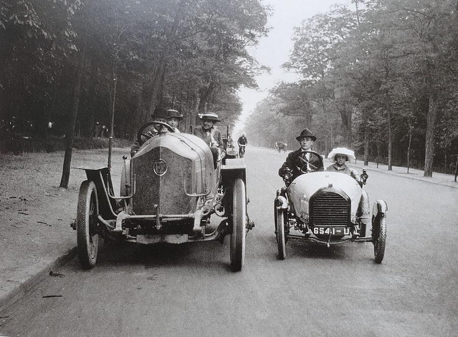 Beim linken Wagen handelt es sich um einen ein Schweizer Pic-Pic, rechts daneben ein Bebe