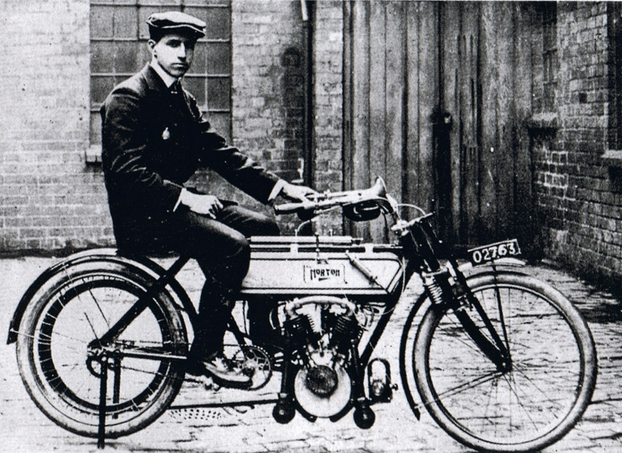Rem Fowler auf der Norton-Peugeot
