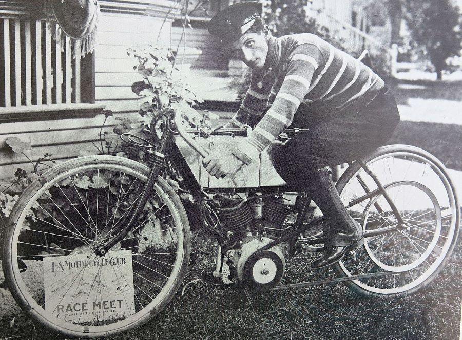 Peugeot baute im Jahr 1906 ein Rennmotorrad mit einem Zweizylinder-V-Motor
