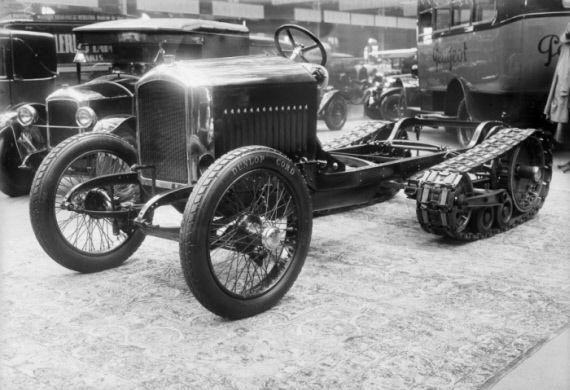 Historisches Foto des 208-Fahrgestells, das noch nicht mit der endgültigen Ausgestaltung der Raupe, wie sie heute im einzigen noch existierenden Fahrzeug überliefert ist, übereinstimmt
