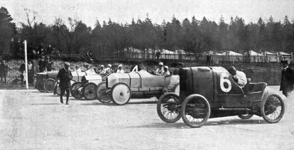 mit der Startnummer 6 der später siegreiche Lion-Peugeot von H. Boissy, gefahren von Georges Boillot